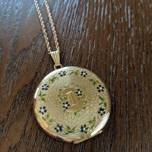 Jewelry - Victorian vintage antique gold filled locket